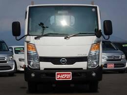 走行距離約52,650km!メーカーオプションの重荷重サスペンションにリヤスタビライザー付♪あおりロープ穴や埋込フックも付いてますよ♪アトラストラック 3.0DT 2t平ボディ超低床木製荷台です♪