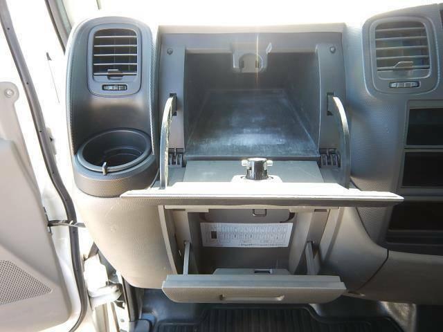 【助手席側インパネ】アッパーボックスとグローブボックスです♪