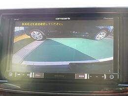 バックカメラを装備しています。サイドミラーだけでは見えにくい場所も ナビ画面で確認でき、駐車をサポートします。