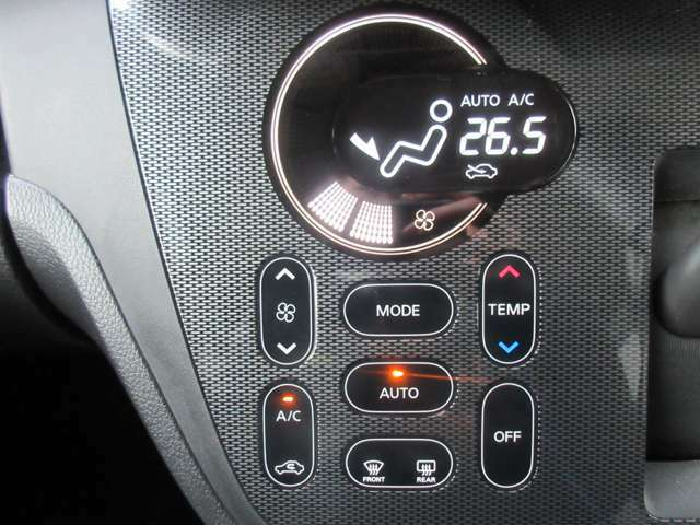 オートエアコン付いてます☆自動で温度を調節します!