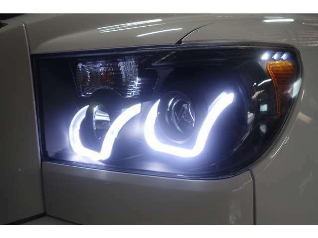☆ヘッドライトは社外ヘッドライトに交換済み!ヘッドライトはLEDに!フォグライトはHIDを搭載しておりますので夜間時の走行も問題ありません☆