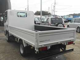 車両外寸、長さ469cm、幅169cm、高さ199cm。 車両総重量5t未満。  4ナンバー小型貨物登録のトラックです。