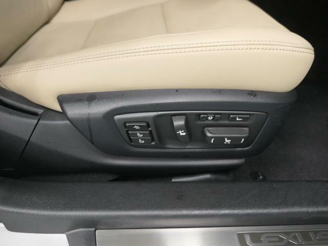 運転席・助手席18Way調整式パワーシート!!乗り降り時に便利なパワーイージーアクセスシステムが付いています!!
