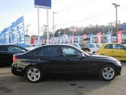 常時140台在庫の輸入車専門大型展示場。展示場に無いお車も全国より、お探しします。
