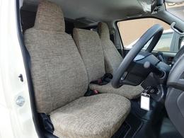 SEDONA専用オプションのシートカバーで後席と同生地に。