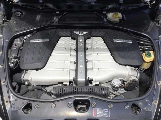 ■W型12気筒DOHC48バルブICツインターボ  560ps■燃料タンク容量 90リットル■フルタイム4WD