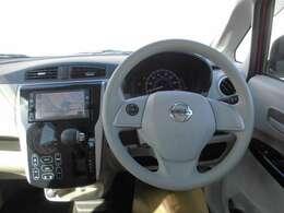 運転席からの、広い視野で安心して運転できます。