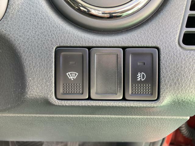 4WDならではの装備でミラーにもヒーターが装備されています