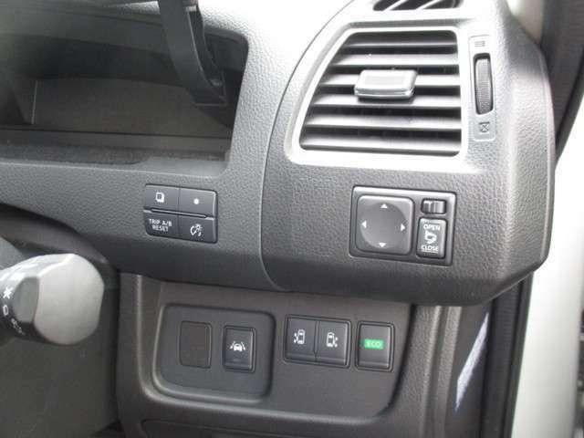 両側電動スライドドアの開閉も運転席からボタンで1つで楽々♪