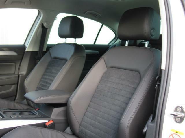 (運転席助手席)安全装備をオプションで追加するのは日本的発想。フォルクスワーゲン車はサイドエアバッグを全車標準で装備しております。