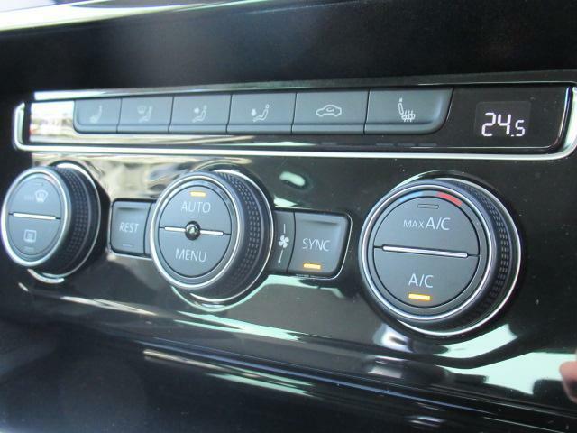 (3ゾーンオートエアコン)運転席、助手席、リアの温度を個別に調整可能です。それぞれの席で快適にお過ごし頂く事が可能です。
