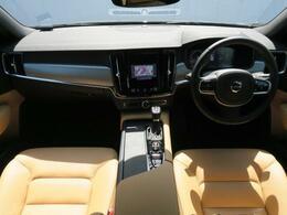 2019年モデルV90T5モメンタムをご紹介♪外装はオニキスブラックメタリック、内装はお洒落なアンバーレザー仕様でございます。走行距離6,930kmと内外装ともに使用感も少ない1台でございます♪
