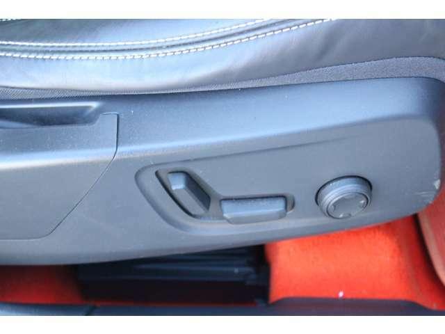 運転席8ウェイパワーシート(ドアミラー連動メモリー機構付)