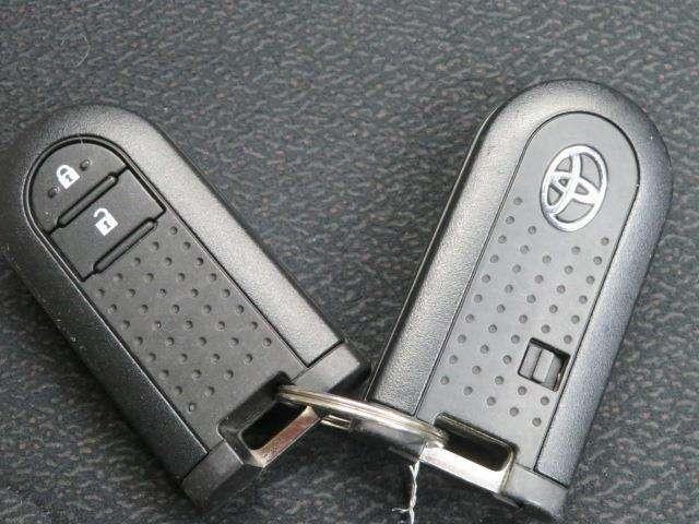 一度使ったら手放せなくなるスマートエントリーキーシステムです。 鞄やポケットの中に入れたままでもドアロック、解除、エンジン始動も楽チンです。 重い荷物を持ってても、一々鍵を出す手間も無くなりますよ。