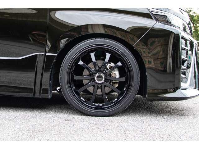 JUNOバベル19インチ、タイヤの溝もバッチリ残っております