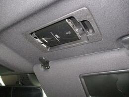 高速道路を走行する際に必需品のETCは運転席の頭上のサンバイザーに装備されております。