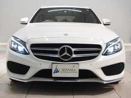 純正オプションカラーとなるダイヤモンドホワイト。パールカラーのため、光り輝くような色合いで美しい色のお車でございます。
