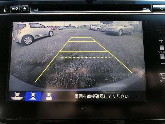 カラーバックカメラが付いてます。 オーディオに内蔵されているバックカメラです。 バックから駐車するのが苦手な男性諸君でも、簡単にバックから入れることができます! バックからの駐車もスッポリ楽チンです!