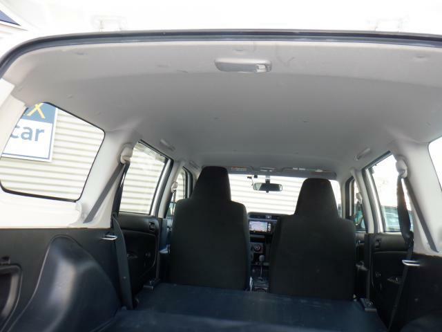 天井の状態も良好です。タバコを吸っていた車は、ヤニで黒になったりする部分ですので、中古車探しの際は、天井の状態も重要なポイントですよ!