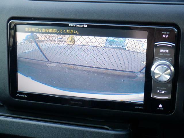 バックカメラを装備しております。駐車時に大変役立ちますよ♪運転が苦手な方の味方になってくれます。