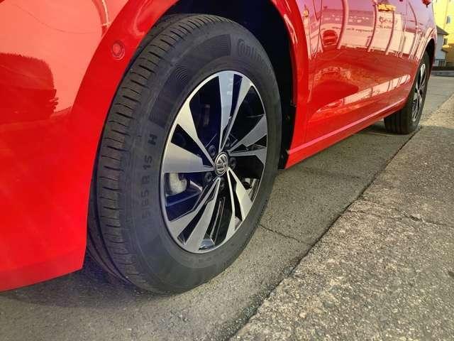 15インチの純正アルミホイール。タイヤサイズは185/65R15。スタッドレスタイヤ&純正アルミホイールセットもキャンペーン価格でご用意しております!