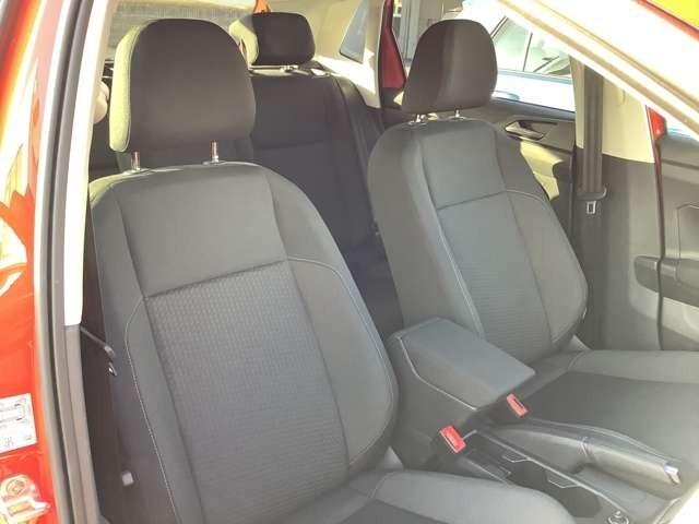 シートには目立つ汚れやシミ、破れなどは無く綺麗な状態です。ホールド感のある座り心地の良いシートのため、長距離ドライブで疲れを感じさせません。
