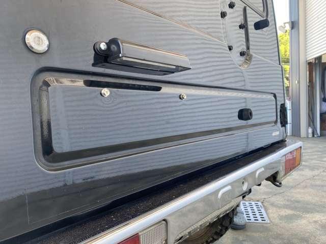 ナンバー取付位置をトランクに変更し、ナンバー灯を取付けしました。