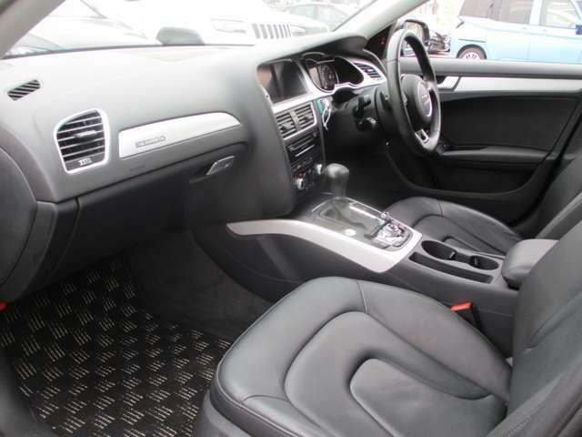 助手席側も座り心地よく、くつろぎながら快適なドライブをお楽しみいただけます。