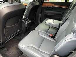 チャイルドシートを卒業したお子様用に、2列目中央のシートには、インテグレーテッド・チャイルド・クッションを配置。