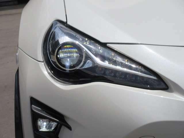 後期モデルより、採用されたLEDヘッドライトユニット♪ 純正LEDフォグランプ付き♪ スタイリッシュな仕上がりです♪