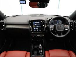 2019年モデル!XC40 T5 AWD インスクリプションが入庫しました!パイングレーのエクステリアにオキサイドレッドの組み合わせ!先進の安全装備に加えサンルーフやシートヒーターなど快適装備も充実!