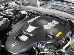 マセラティの100年の歴史が詰まった、3リッターV6ツインターボエンジン 330馬力(カタログ値)。是非店頭でその走りやエギゾーストを、肌で、耳でご体感ください。