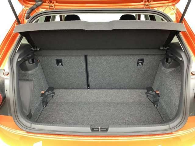 ラゲージスペースは大容量を確保。リアシートの背もたれを倒せば、さらに広大なスペースとして確保できます。