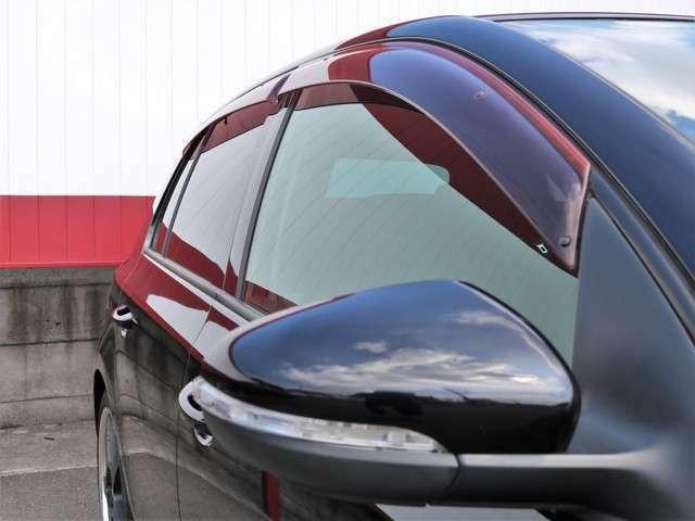 ミラーウィンカーを装着しています。視認性もよく、見た目もGood!リアガラスはプライバシー仕様です!サイドバイザー付き☆