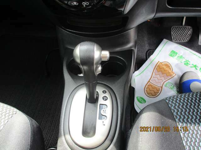 オートライトオートACアイドリングストップ盗難車線逸脱横滑り防止自動軽減ブレーキ
