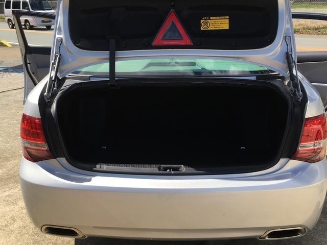 自社ピットにてオイルメンテナンス等のサービスも行っております。提携工場での車検もお任せください!