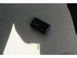 スマートキー付きです。カバンやポケットにカギを入れたままドアの開閉が出来ます(^^)