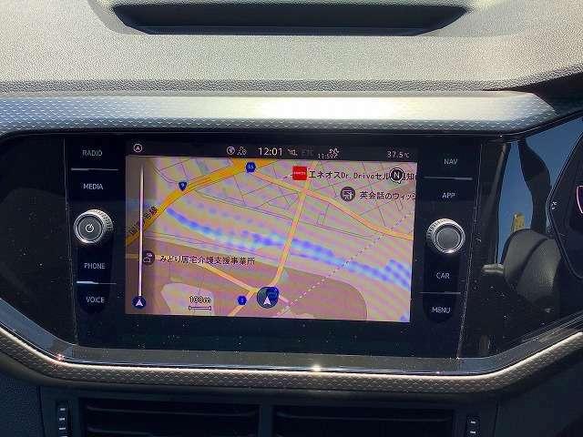 タッチスクリーンとダイヤルによる高い操作性はそのままに、通信モジュールを新たに内蔵し、常時オンライン化を実現。