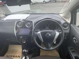 運転席にも自由にお乗り頂き、エンジン始動など、各部分を操作してみてください!