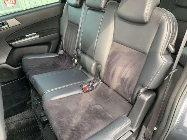 全展示車クリーニング済!専門スタッフによる徹底したクリーニングですので内装もきれいで安心!お子様がいらっしゃる方にも安心してお乗り頂けるお車です♪