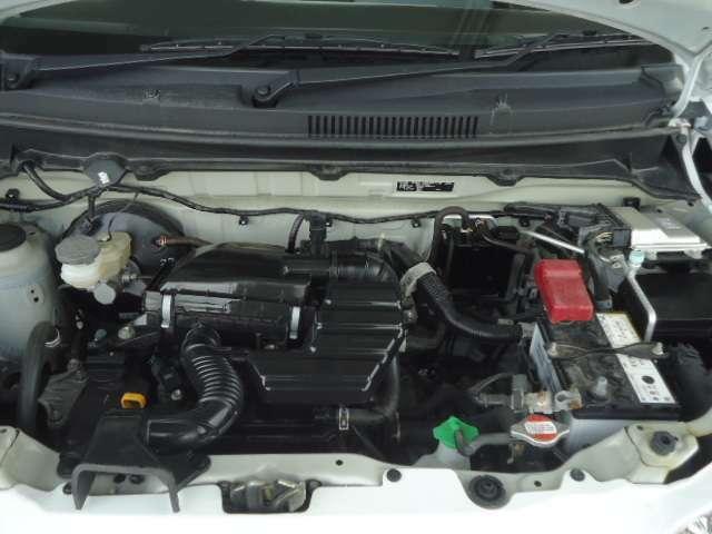 エンジンルームがきれいですと、不具合の発見もしやすく、コンディションのチェックや維持の面でもとってもプラスになります。