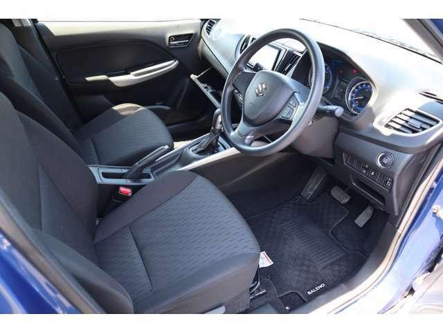 運転席シートリフター&チルトステアリングで、自分サイズにあわせてドライビングポジションが調整できます。