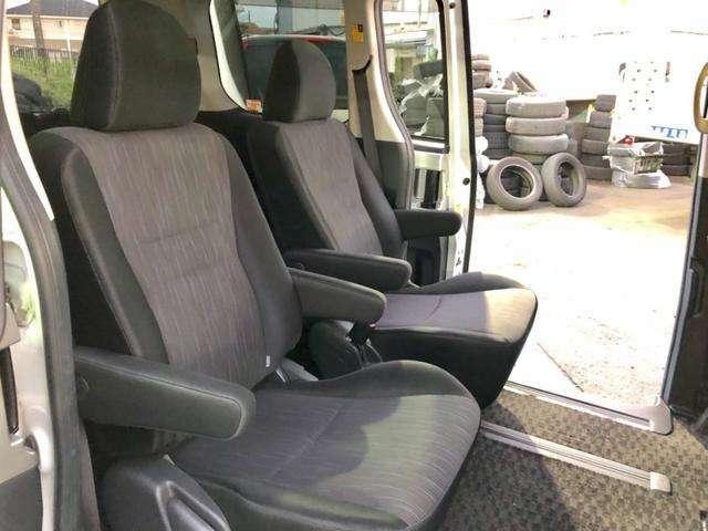 セカンドキャプテンシート☆7人乗り☆1オーナー&禁煙車できれいな車内です♪