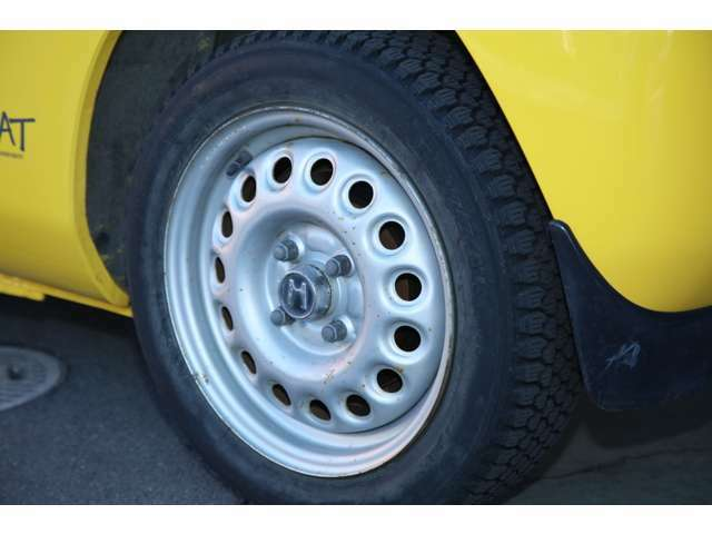 タイヤはノーマルタイヤ新品に履き替えます