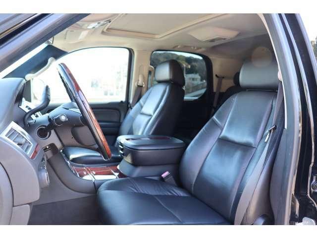 運転席のシートは張替え済みです☆助手席共に広々として綺麗な状態です☆