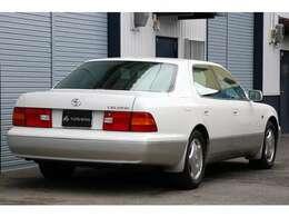 仕入れ先業者オークションでは総合評価5点・内装評価Aと、ともに最も高い評価が付けられたお車です。20年前のセルシオでこの評価点は、ここ最近では見たことがありません。