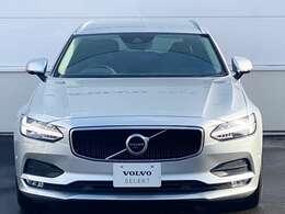 """◆カラーリングは、Vシリーズのハイエンドモデルであるこちらの車に相応しい""""ブライトシルバーメタリック"""""""
