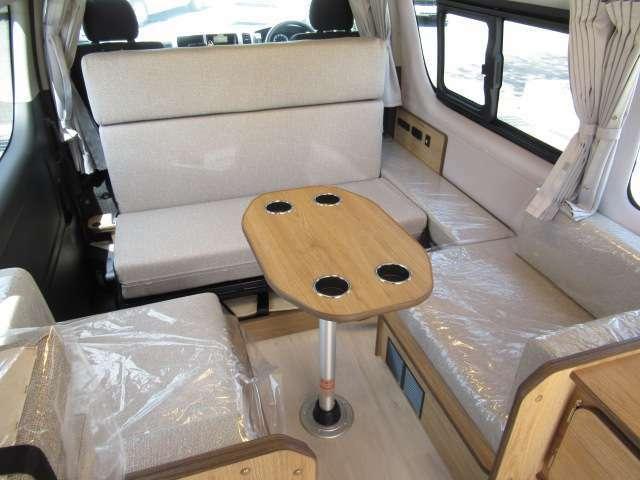 レザーシート加工で質感の良い後席シートとなっております!