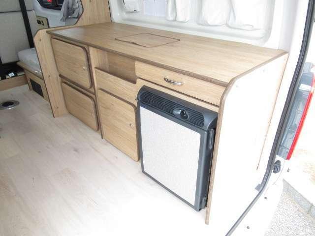 リア側に冷蔵庫、シンクなどを設置!!荷物も入れやすい配置になっております!
