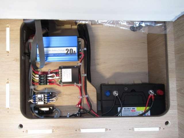 サブバッテリー、走行充電、外部充電、外部電源!追加架装もお任せ下さい♪